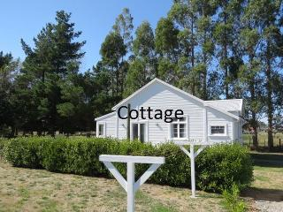 Wonderful 2 bedroom Carterton Cottage with Television - Carterton vacation rentals