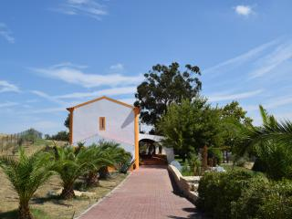 Bright 4 bedroom Évora Cottage with Satellite Or Cable TV - Évora vacation rentals