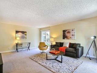 Walk to Stanford & Resort Amenities in Mature Oaks - Palo Alto vacation rentals