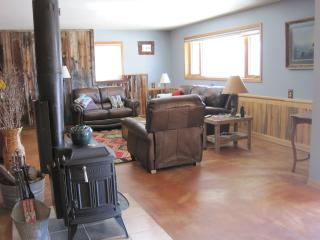 Cozy Condo with Television and DVD Player - Sheridan vacation rentals