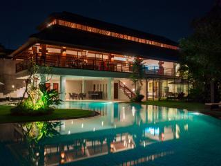 8 bedrooms luxury villa Canggu - Canggu vacation rentals