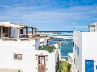 Apartment Oleada only 50m from the beach - Caleta del Caballo vacation rentals