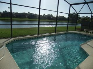 Luxury 4 Bed Villa with beautiful lake view (9) - Kissimmee vacation rentals