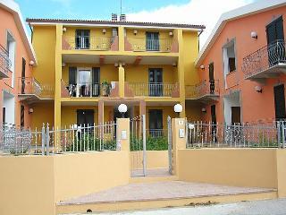 Appartamento con terrazzo - Valledoria vacation rentals