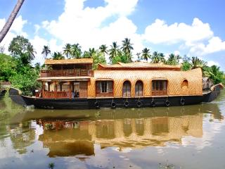 2 bedroom Houseboat with A/C in Kumarakom - Kumarakom vacation rentals