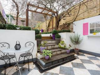 A delightful one-bedroom apartment, moments from Shepherd's Bush station. - London vacation rentals