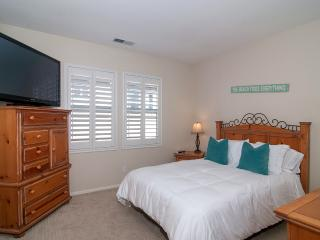 Queen's of Paradise Family Friendly Home! Wi-Fi!! - Oceanside vacation rentals