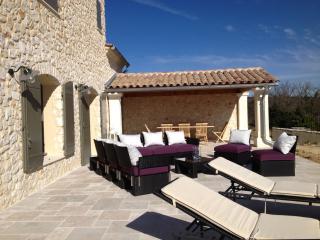 UZES(8km)  Villa en pierre , 4 chambres et piscine - Garrigues-Sainte-Eulalie vacation rentals