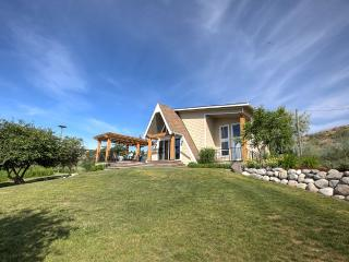 Secluded Waterfront Chalet Style Cottage - West Kelowna vacation rentals