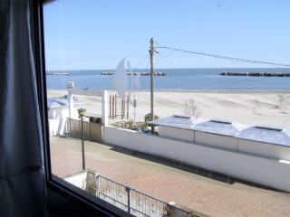 Villetta d'angolo in Residence fronte mare - Lido delle Nazioni vacation rentals