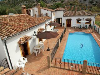 Poolside property sleeps up to 12 - Montejaque vacation rentals