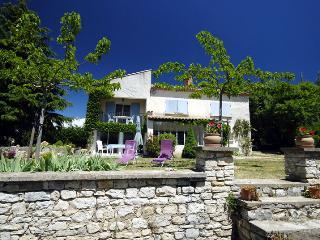 Maison à l'orée du village, vue sur le Luberon. - Caseneuve vacation rentals