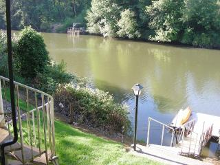 Large Private Riverfront Property - Portland vacation rentals