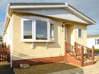 LAZY DAYS, detached, all ground floor, private garden, WiFi, near St Merryn, Ref 932155 - Saint Merryn vacation rentals