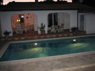 """Villa"""" AUX SAPINS"""" 5 1/2 pièces; l'espace enfermer - Cap-d'Agde vacation rentals"""