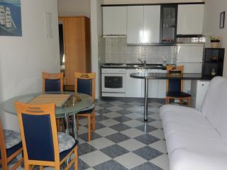 Romantic 1 bedroom Apartment in Loviste with Internet Access - Loviste vacation rentals