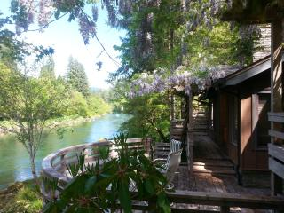 Whispering Pines, on the McKenzie River - Vida vacation rentals