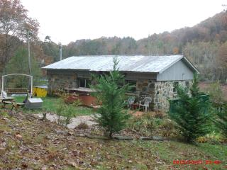 Romantic 1 bedroom Robbinsville House with Deck - Robbinsville vacation rentals