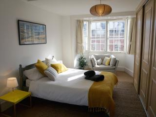 Character flat with parking / views of the High St - Lymington vacation rentals