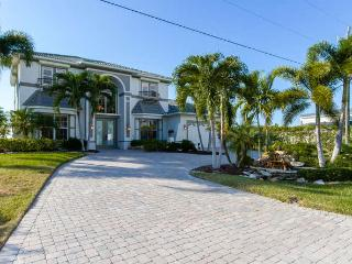 LOCATION, LOCATION! ASK ABOUT OUR SUMMER SPECIAL! - Cape Coral vacation rentals