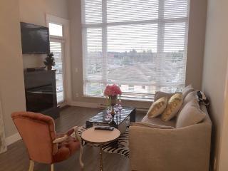 Sunny Coquitlam Condo, 1Bed + Den - Coquitlam vacation rentals