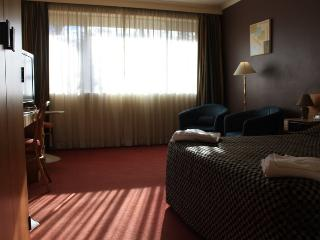COUNTRY COMFORT ARMIDALE -Deluxe Standard - Armidale vacation rentals