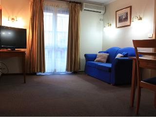 COUNTRY COMFORT ARMIDALE Deluxe Quad - Armidale vacation rentals