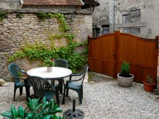 """Caprice"" - Historic Cottage in Varzy, Burgundy - Varzy vacation rentals"
