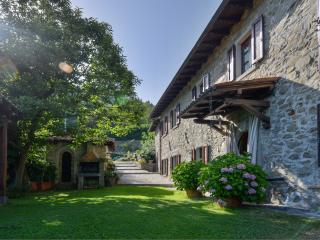 3 bedroom Farmhouse Barn with Internet Access in Castiglione Di Garfagnana - Castiglione Di Garfagnana vacation rentals