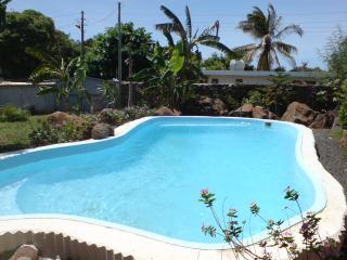 Chambre Papaye avec piscine, Wifi proche de la mer - Port Louis vacation rentals