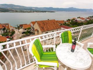 TH01886 Apartments Piteša / Three bedrooms Family A1 - Trogir vacation rentals