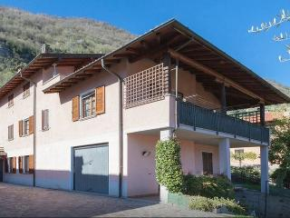 Comfortable 5 bedroom House in Lenno with Internet Access - Lenno vacation rentals