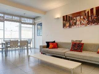 Nice Condo with Television and Satellite Or Cable TV - Tel Aviv vacation rentals