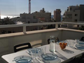 Sunny Condo with A/C and Washing Machine - Tel Aviv vacation rentals