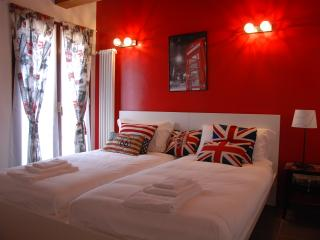 easyhomes Navigli - two bedrooms, for 4 people - Milan vacation rentals