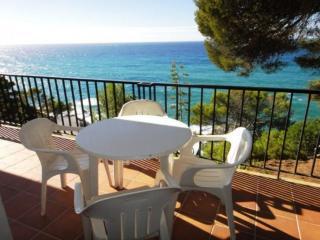 Cozy Condo with Shared Outdoor Pool and Balcony - Tossa de Mar vacation rentals