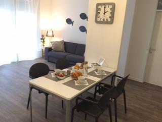 Appartamento vicinissimo spiaggia e passeggiata - Desenzano Del Garda vacation rentals