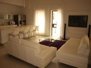 Nahalat Shiva  - YOEL SALOMON 1 - Jerusalem vacation rentals