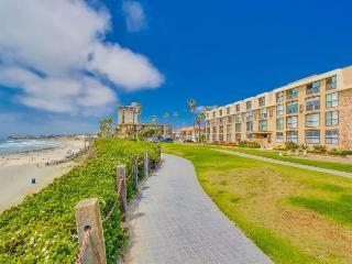 Bree's Ocean Point Penthouse: Panoramic Ocean and Sunset Views, Steps from Boardwalk and Sand, Bikes - Pacific Beach vacation rentals