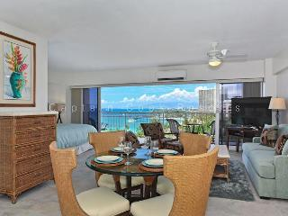 Sweeping Ocean Views, remodeled, steps to beach, washlet, parking!  Sleeps 4. - Waikiki vacation rentals