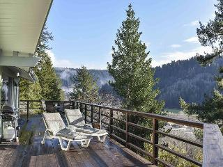 Viewcrest Retro Country Home * Redwood National Park,Ocean & Mtn Views - Orick vacation rentals