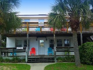 Newly Refurbished - 3rd Row, Beach House w/6 Bedrooms, 3 Bathrooms, Sleeps 17 - North Myrtle Beach vacation rentals