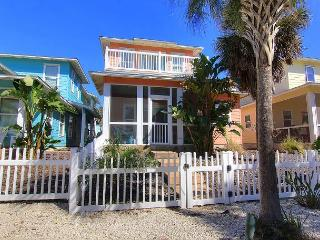 3 Bedroom, 3 bath home with a community pool and beach access! - Port Aransas vacation rentals