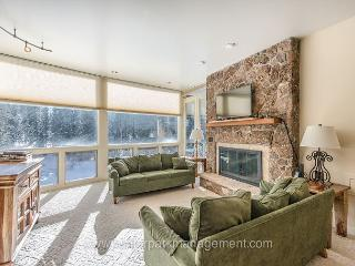 2 Bed 2 Bath with great views 1/2 mile from base area.  Sleeps 7 to 8 - Winter Park vacation rentals