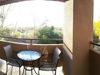 Spacious and bright  2nd Floor 2 bedrm (1031 sq ft) with Golf Course Views - Palo Verde vacation rentals