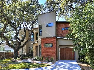 Oak Tree Elegance in Travis Heights, near Lady Bird Lake - World vacation rentals