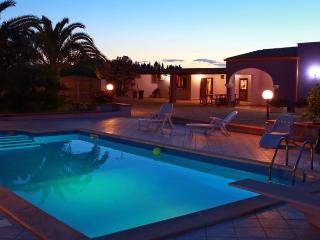 VILLA CON PISCINA NEL SALENTO di Affittilarosa - Tiggiano vacation rentals