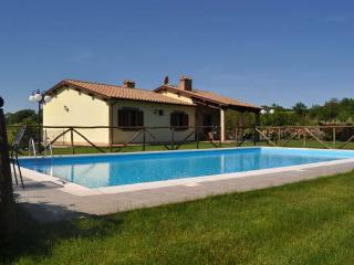Nice Villa with Internet Access and Central Heating - Piansano vacation rentals