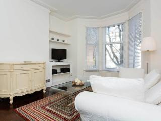 A sweet and bright one-bedroom apartment in Fulham. - London vacation rentals