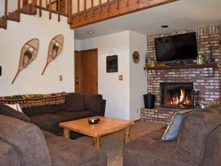 Perfect 3 bedroom Big Bear City Cabin with Deck - Big Bear City vacation rentals